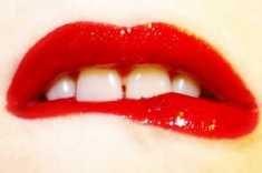 Die beißen lippe auf oft Wieso beiße